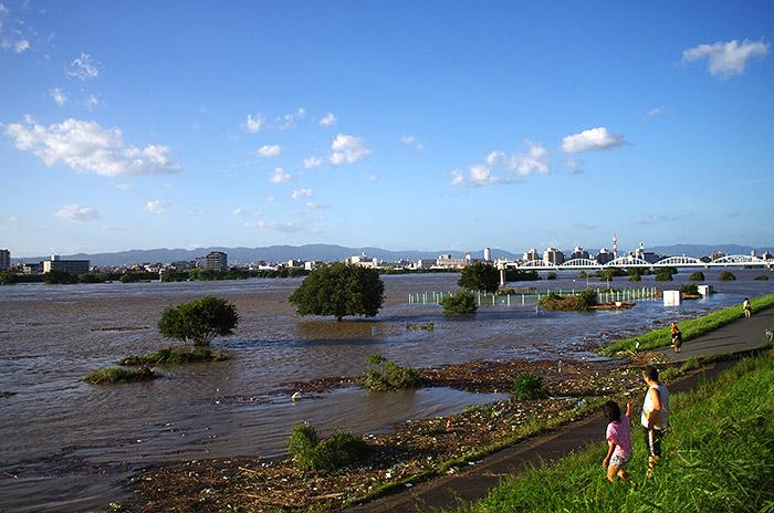 台風18号 淀川 河川敷 水没