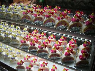 ローズプチロールケーキ