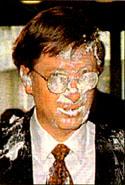パイが顔に命中しちゃったビル・ゲイツさん
