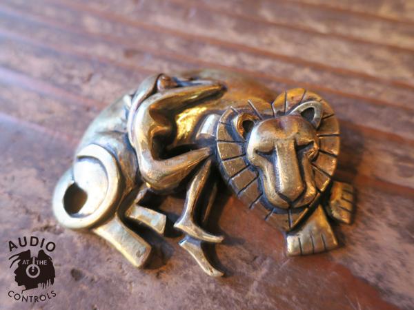 Kads MIIDA×CHAOS DESIGN「Lion and Woman Paperweight」