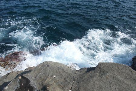 荒い波しぶき