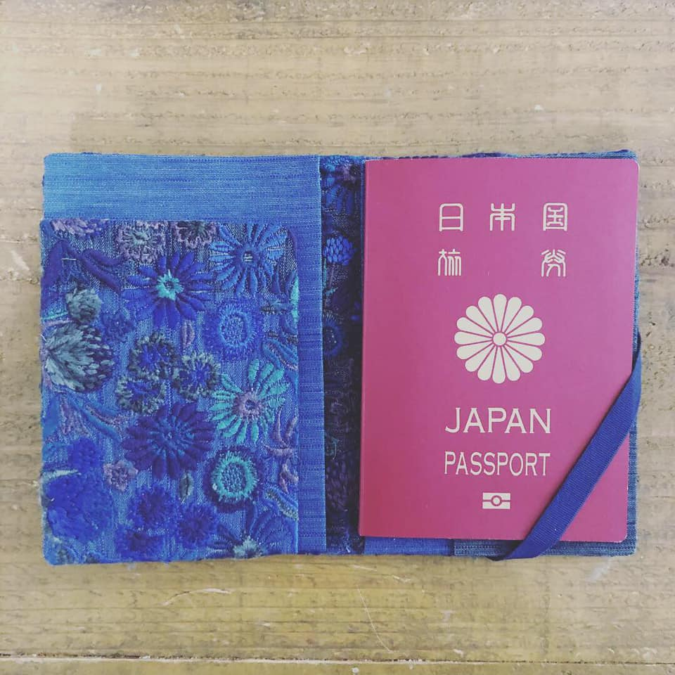 パスポートケース 中