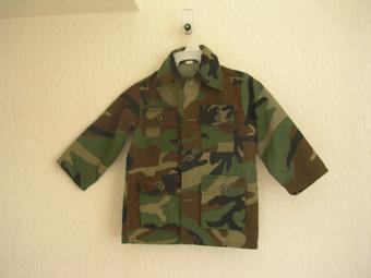 古着屋さんで状態のいいミリタリージャケットを見つけました。