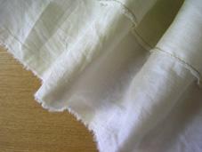 裾は生地のミミを利用してみました。