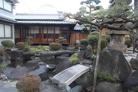 お庭と茶室