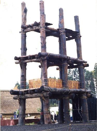 建設直後の六本柱
