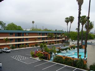 泊まったモーテル。プール付き。