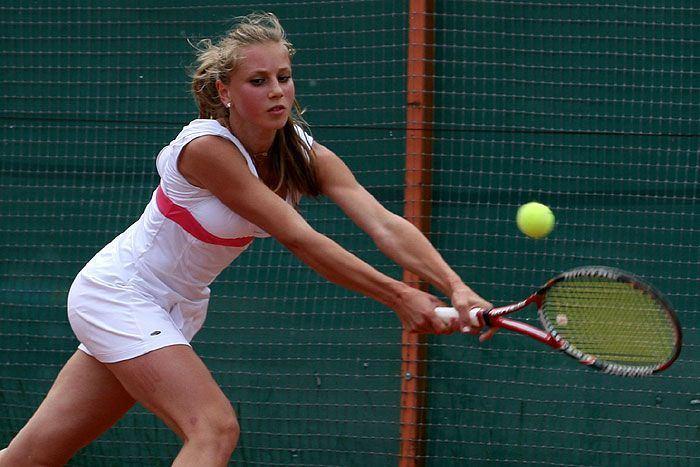 ロシア出身で1994年9月1日生まれのアンナ・スモリナ