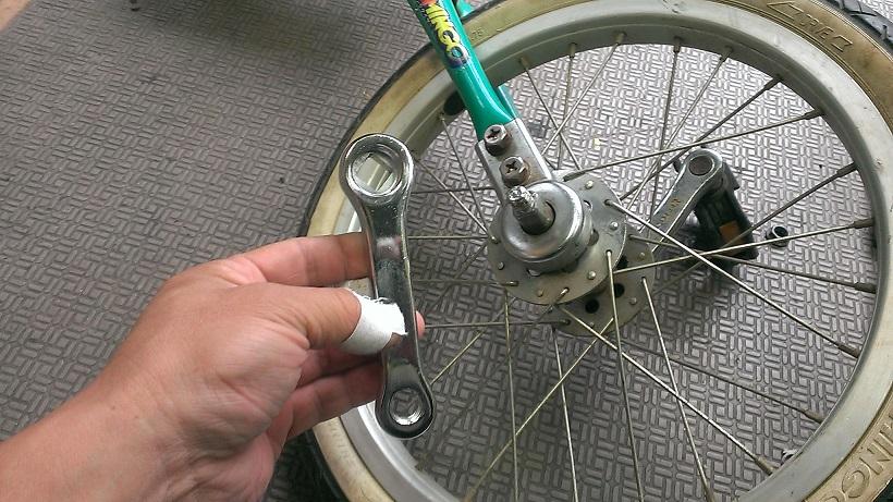 自転車の 自転車 修理 出張 目黒区 : 一輪車クランク及びペダル交換