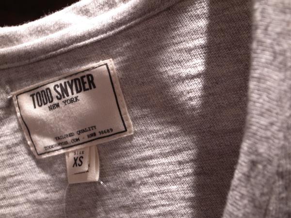 TODD SNYDER Vネック.jpg