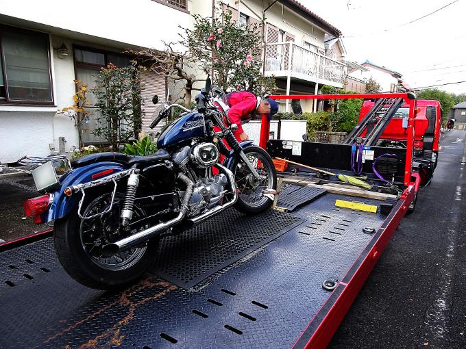 レッカー車とバイク