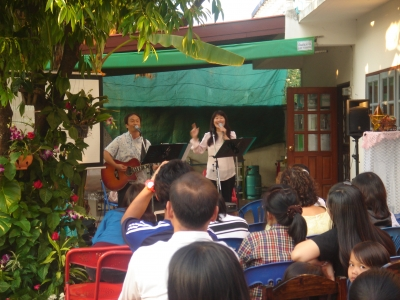 house_church_singing