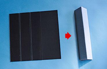 ガラスを黒色折り紙に貼る