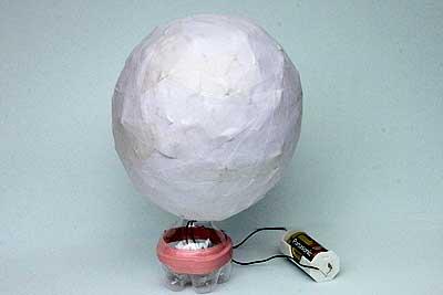 ペットボトルで作った豆球のランプに被せて出来上がり