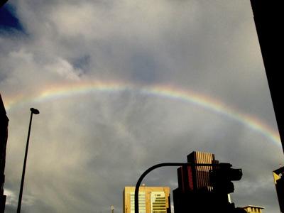 新宿で撮った関係ない虹