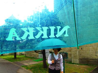 余市のニッカ工場見学。あいにくの雨だけど傘可愛かった
