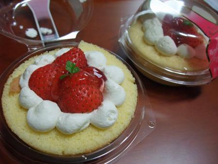 苺のロールケーキ ローソン ウチカフェ