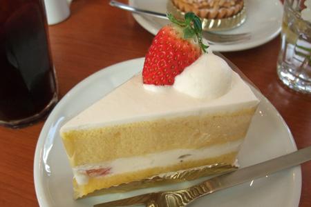 苺のショートケーキ フランス菓子工房 ラ・ファミーユ