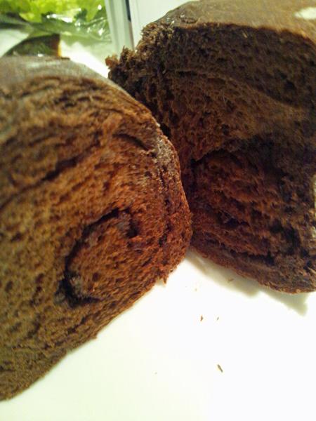 チョコ入りふわふわココアパン