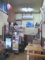 オリオンビールの提灯が、沖縄っぽい感じ。 素朴なお店です。