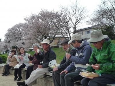 4_鴨川公園で昼食.JPG