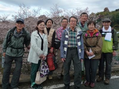 4_冬桜の前で.JPG