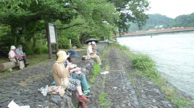 3宇治川堤防でお昼ご飯.JPG