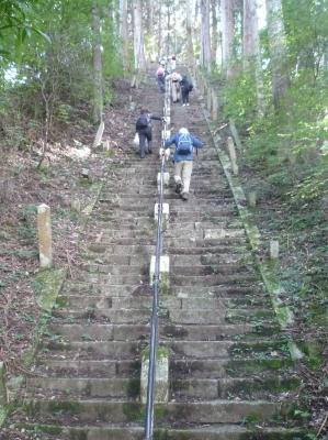 5_急な石段.JPG