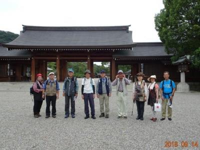 3_橿原神宮入口にて.jpg