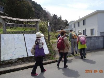 3_ハイキング道に入る.jpg