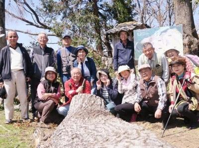 10_山頂で記念写真.jpg