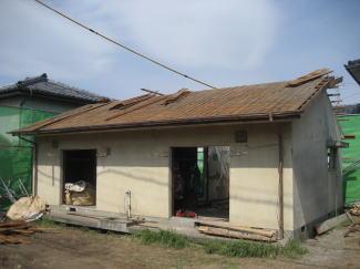 二棟目の屋根の解体の様子