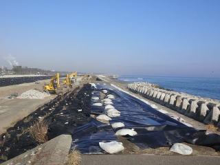 防波堤の改修工事の様子