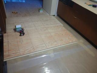 キッチンのあら床貼り