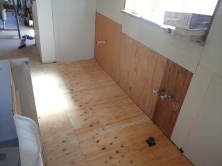キッチンの床貼り
