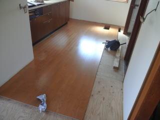 キッチン床貼り