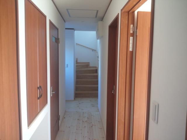 廊下から見た階段