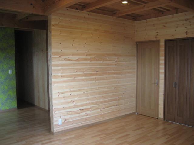 2F寝室壁無垢板張りアングル3