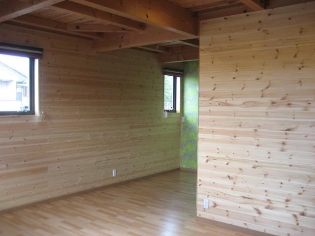2F寝室壁無垢板張りアングル4