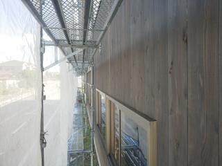北側外壁杉板張り