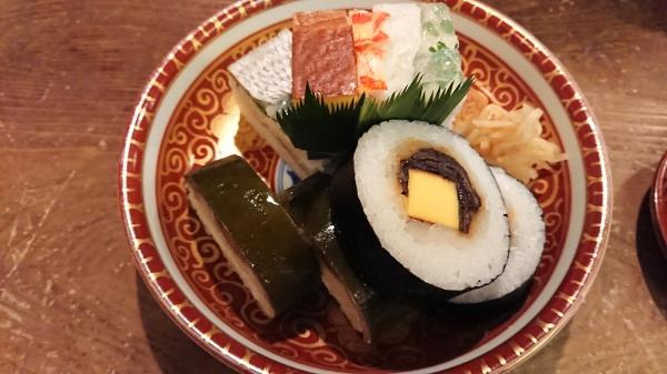 祇園新地いづうの名物『鯖姿寿司』
