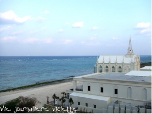 日航ホテルアリビラのビーチとチャペル