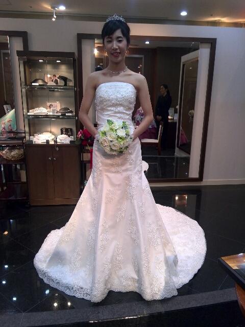 TAKAMIのウエディングドレスと1200万円のダイヤモンドティアラ