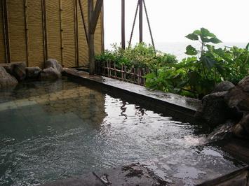 露天風呂です・・・いい感じ^^