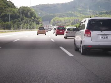 平日の高速・・・けっこう車多い・・・仕事かな??