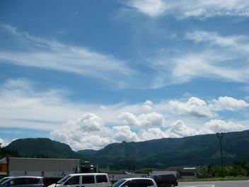 残暑厳しい・・・でも本当に綺麗な青空^^
