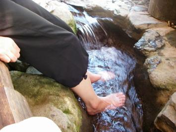 お店の敷地内にある癒しの足水・・・冷たいで気持ちいい^^