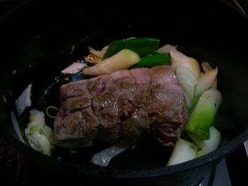 野菜を炒め豚にこげをつけ・・・