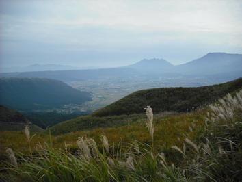 根子岳を大観峰から・・・