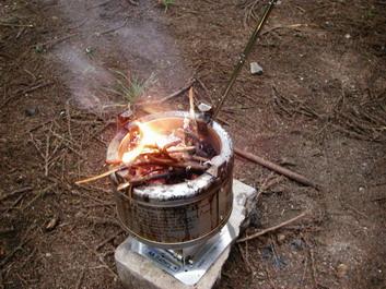 コ〜ヒ〜飲みながら焚き火を・・・・